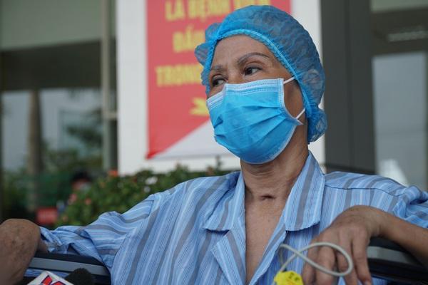 Bệnh nhân 64 tuổi, một trong những ca bệnh nặng nhiễm Covid-19 khỏi bệnh sau hơn 2 tháng điều trị