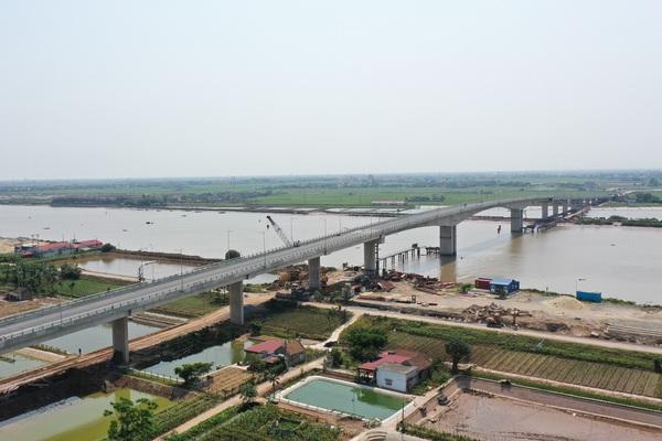 Cận cảnh cầu Thịnh Long nối đôi bờ sông Ninh Cơ trước ngày thông xe