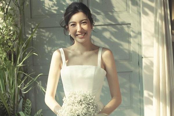 """Á hậu Thúy Vân mặc váy cưới xinh đẹp như công chúa """"gây mê"""" người nhìn"""