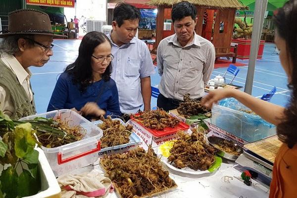 Quảng Nam: Bán loại củ quý nhất thế giới, 3 ngày thu vào 3,2 tỷ đồng