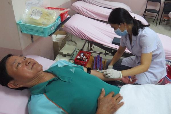 Năn nỉ để được… hiến máu