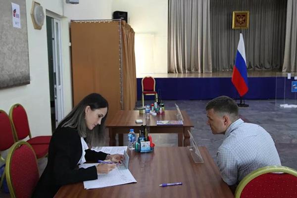 Người Nga sống ở Việt Nam đi bỏ phiếu sửa đổi Hiến pháp Nga