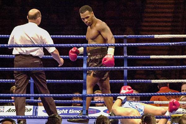Mike Tyson: Dùng dương vật giả thoát doping, quỵt 2,5 triệu USD