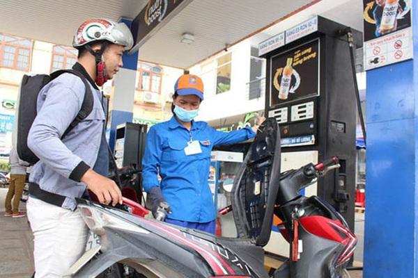 Giá xăng dầu giảm nhẹ giữa dịch Covid-19