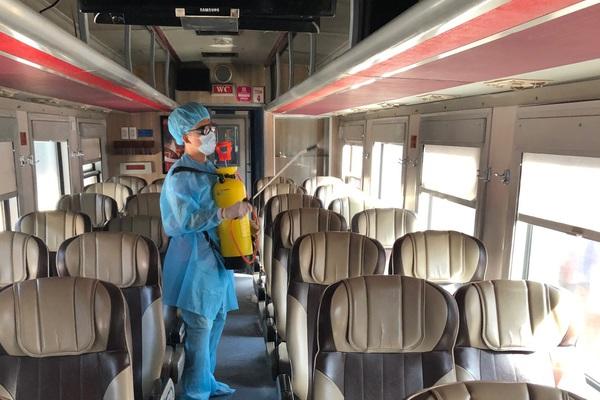 """Đoàn tàu đặc biệt """"chưa từng có"""" chở chuyên gia Trung Quốc đến Quảng Ngãi"""
