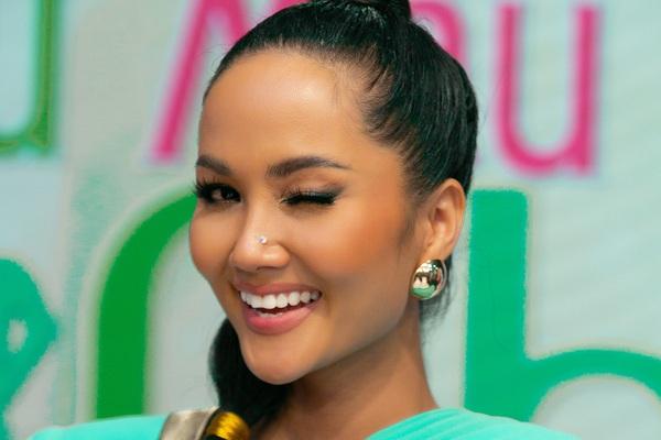 Hoa hậu H'Hen Niê hóa thân thành công chúa Jasmine