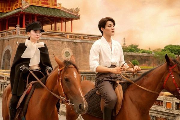 """Kaity Nguyễn sánh đôi cùng trai đẹp giữa cung đình Huế, xác nhận là mỹ nhân mới của """"Gái già lắm chiêu"""""""