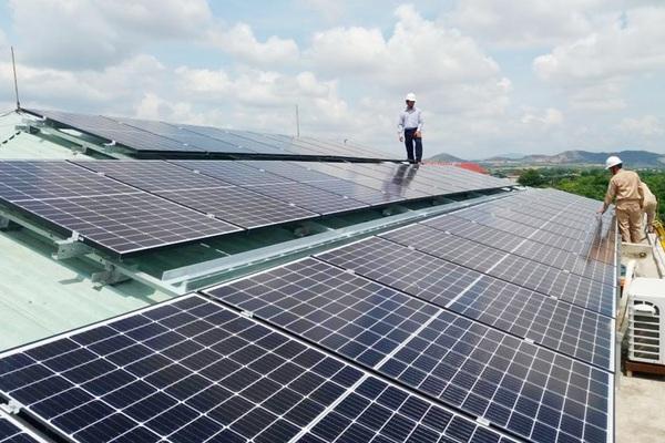 Đầu tư điện mặt trời mái nhà: Ồ ạt đăng ký, coi chừng rủi ro