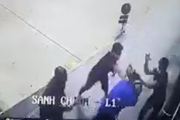 Hỗn chiến trước siêu thị, nam thanh niên trúng 2 viên đạn bi vào đầu
