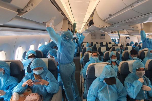 Chuyến bay đặc biệt đưa hành khách mắt kẹt tại Đà Nằng về Hà Nội và TP HCM