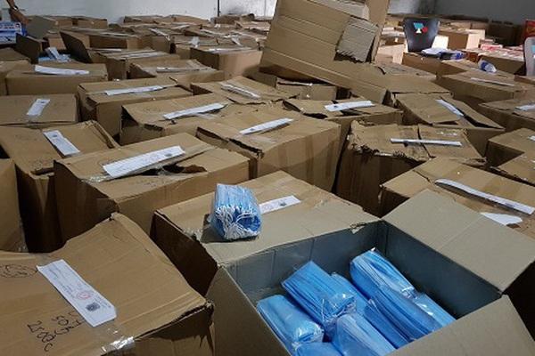 TP.HCM: Phát hiện gần 900.000 chiếc khẩu trang y tế không rõ nguồn gốc