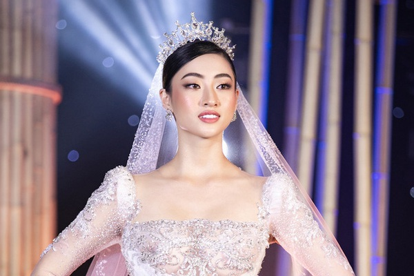 Lương Thùy Linh được BTC Hoa hậu Thế giới hết lời khen ngợi vì hành động đẹp giữa dịch Covid-19