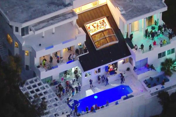 Tổ chức tiệc trong dịch Covid-19 sẽ bị cắt điện, nước ở Los Angeles