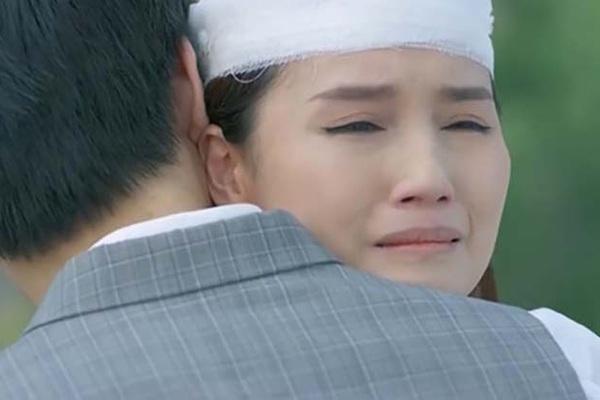 """""""Tình yêu và tham vọng"""" tập 42: Tuệ Linh định nhảy lầu tự tử, Minh liền nói điều này khiến khán giả ngưỡng mộ"""