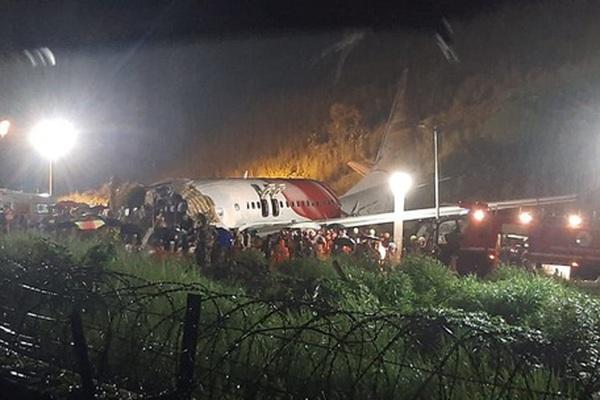 Máy bay Ấn Độ chở 140 người gãy đôi khi hạ cánh, nhiều người thương vong