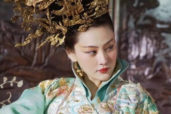 """Vị Quý phi khiến Hoàng đế ham mê tới mức """"khom lưng cúi đầu"""" là ai?"""