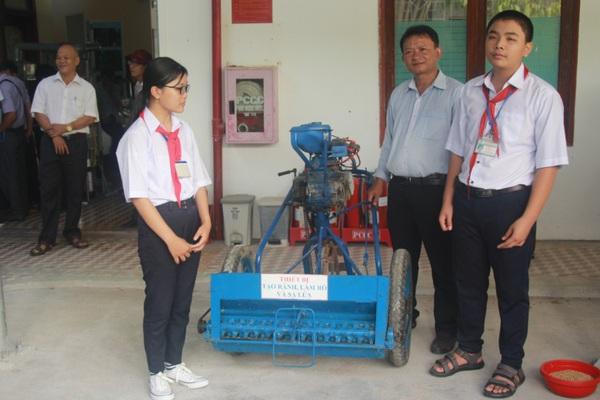 Bình Định: Làm cho máy nông nghiệp có tính năng 3 trong 1 rất tiện lợi