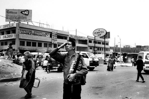 Có bao nhiêu người chết trong cuộc nội chiến Peru từ 1980 tới 2000?