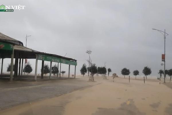 Những hình ảnh đầu tiên của cơn bão số 5 đổ bộ vào Trung Trung Bộ