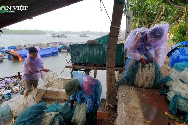 Hà Tĩnh: Ngư dân nuôi cá lồng bè khẩn trương ứng phó với bão số 5