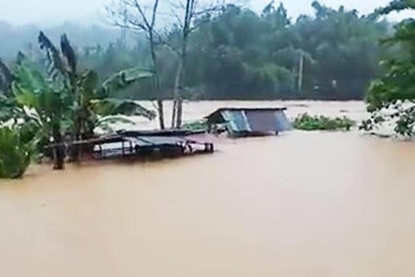 Ảnh hưởng bão số 5: Nhiều xã miền núi ở tỉnh Quảng Nam vẫn còn bị cô lập