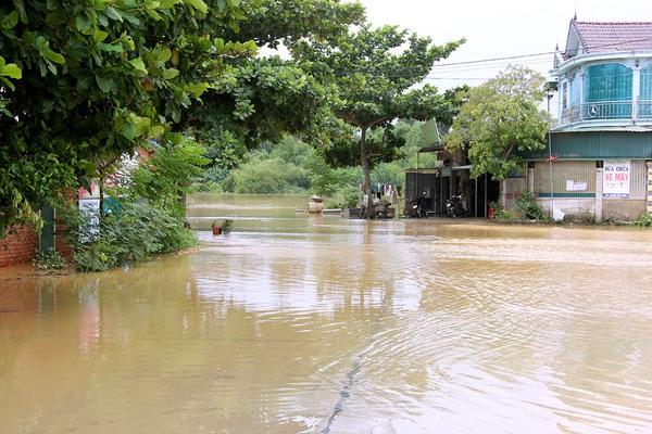 Vùng núi Hà Tĩnh ngập lụt sau bão số 5