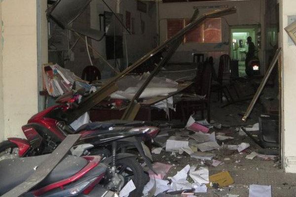 Băng nhóm dùng bom khủng bố trụ sở công an phường sắp hầu tòa
