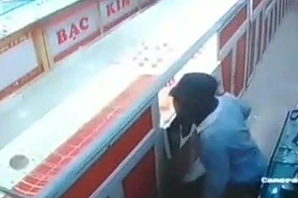 Vây bắt nam sinh 14 tuổi ăn trộm tại tiệm vàng