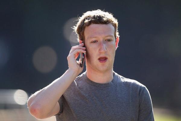CEO Facebook là tín đồ của hãng điện thoại nào?