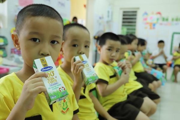 Đà Nẵng cho học sinh uống sữa học đường ngay ngày tựu trường