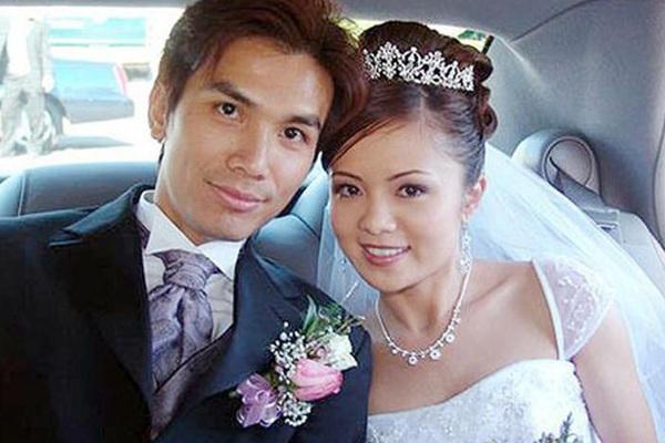 """Mạnh Quỳnh lấy vợ xinh đẹp bí ẩn """"không bao giờ ghen"""" với Phi Nhung giờ ra sao?"""