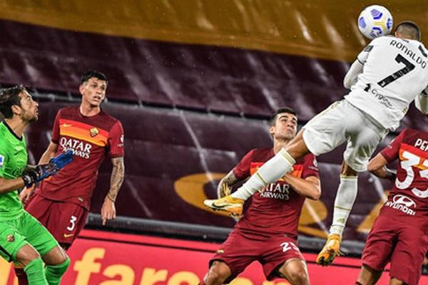 """Bật nhảy ghi bàn như Michael Jordan, Ronaldo khiến MXH """"dậy sóng"""""""