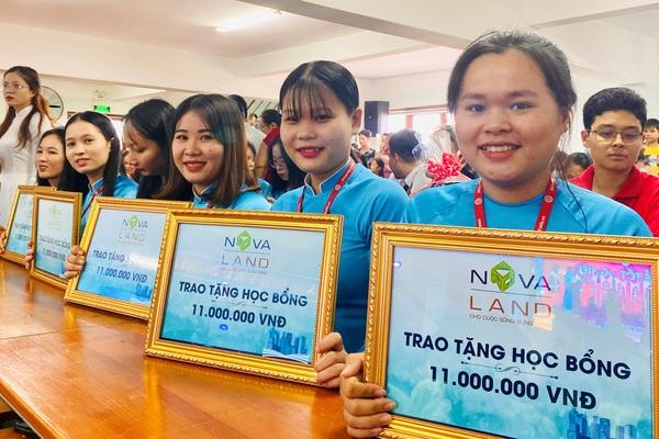 Novaland trao 100 suất học bổng cho sinh viên Trường ĐH Phan Thiết