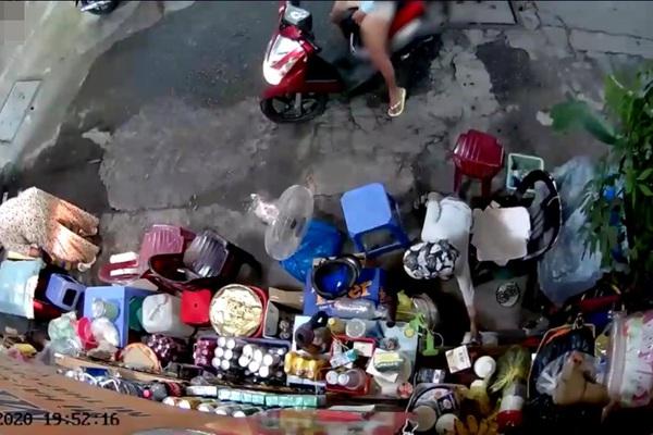 TP.HCM: Truy xét 2 mẹ con nghi trộm tiền của cụ bà bán nước