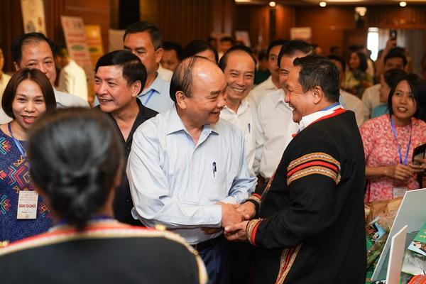 Thủ tướng cùng lãnh đạo các địa phương sẽ thường xuyên lắng nghe, đối thoại với nông dân