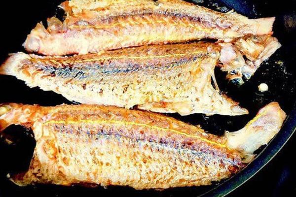 Gia vị quen thuộc giúp rán cá không nát, vàng giòn, không bị bắn mà ít người thử