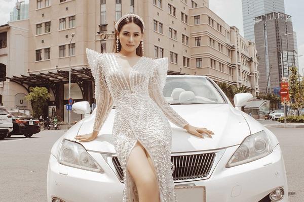 Hoa khôi Khánh My diện váy pha lê cùng NTK Tommy Nguyễn lướt siêu xe mui trần hút mọi ánh nhìn trên phố