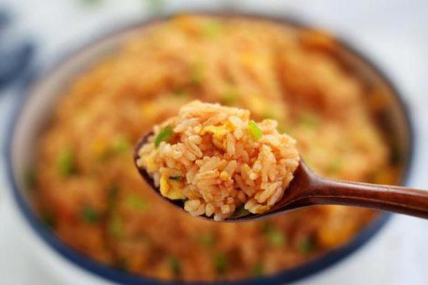 Cơm rang theo cách lạ, hương vị thấm đều ở từng hạt, càng ăn càng thích