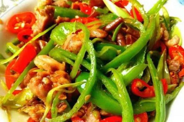 Thịt lợn xào ớt xanh, món ăn ngon thích hợp ngày mùa đông se lạnh