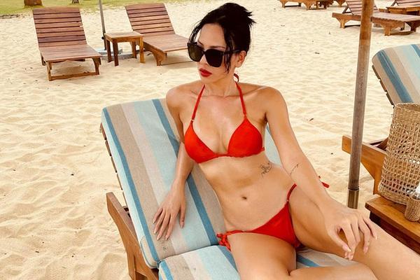 Ở tuổi 33, nữ siêu mẫu vướng tin đồn yêu đương với Hoa hậu Kỳ Duyên vẫn tự tin khoe dáng chuẩn