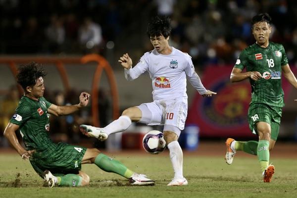 Trọng tài mắc sai sót, HAGL của HLV Kiatisak thua đau Sài Gòn FC?