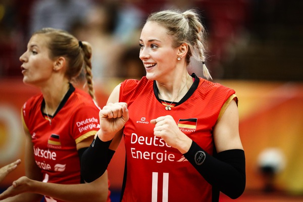 Nhan sắc vạn người mê của hoa khôi bóng chuyền tuyển Đức