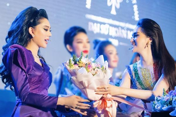 """Lâm Khánh Chi nói gì về Hương Giang sau nhiều năm vướng ồn ào """"cạch mặt""""?"""