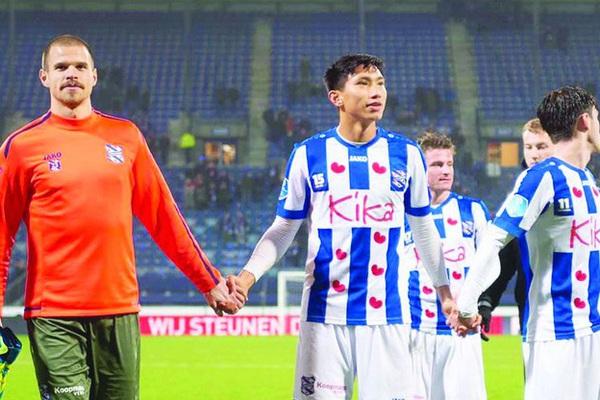 """SC Heerenveen """"thảm"""" ra sao kể từ khi chia tay Đoàn Văn Hậu?"""