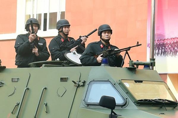 Ảnh: Bộ Tư lệnh Cảnh vệ phô diễn khí tài, võ thuật trong Lễ ra quân bảo vệ Đại hội Đảng XIII