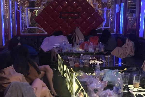 """Mánh khóe của nhà hàng Lion để """"qua mặt"""" cơ quan chức năng, khách có thể thác loạn tới sáng"""