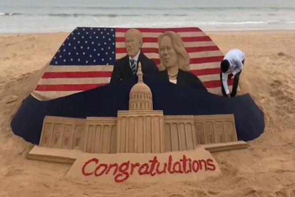 Clip: Nghệ sĩ cát điêu khắc ông Joe Biden và bà Kamala Harris mừng lễ nhậm chức tổng thống