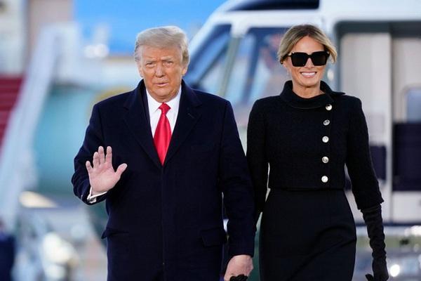 Trump rời Nhà Trắng nhưng báo hiệu sẽ sớm quay lại