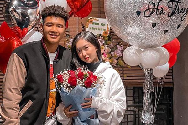 Tương tác ngọt ngào, Hà Đức Chinh và bạn gái khiến dân mạng lụi tim