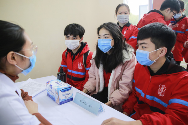 Hình ảnh tình nguyện viên đăng ký tiêm thử nghiệm vắc xin Covid-19 đặc biệt của Việt Nam